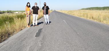 El alcalde reclama a las administraciones competentes el arreglo de la carretera de Los Chapatales que se encuentra intransitable