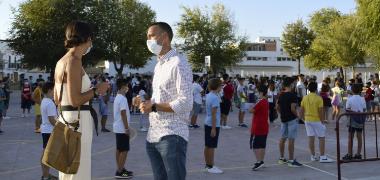 El pleno palaciego reclamará a la Junta de Andalucía los gastos extraordinarios de los centros educativos por el Covid-19