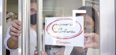"""Una treintena de negocios de Los Palacios y Villafranca obtienen el sello """"Comercio de Confianza"""" que los certifica como seguros ante el Covid-19"""
