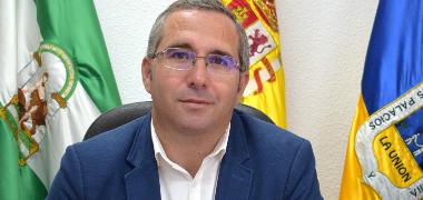 El alcalde palaciego exige a la Junta de Andalucía una solución inmediata a las deficiencias en la atención primaria de los centros de salud de la loc