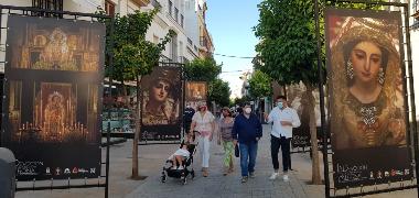 """Bajo el título """"La devoción de un pueblo a su Patrona"""", la Hermandad Sacramental de Las Nieves y el Ayuntamiento inauguran la exposición al aire libre"""