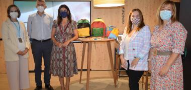 El Ayuntamiento palaciego y la Fundación La Caixa entregan 590   mochilas con material escolar a familias vulnerables de la localidad