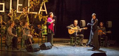 El baile íntimo de Farruquito y los versos de Lorca, Hernández y Juan Ramón en la voz de Carmen Linares ponen el cierre a tres días intensos de flamen