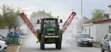 El Ayuntamiento de Los Palacios y Villafranca vuelve a desinfectar todo el viario y espacios públicos del municipio y de las tres pedanías