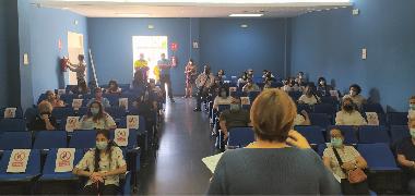 Un total de 59 personas desempleadas firman sus contratos con el Ayuntamiento de Los Palacios y Villafranca a través del Programa  para la Prevención
