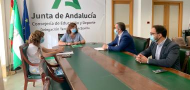 El alcalde y la delegada Territorial de Educación analizan las necesidades en materia de infraestructuras y la oferta educativa de Los Palacios y Vill